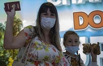 Antalya'ya ilk Rus turist kafilesi geldi