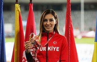 Aydın'dan Romanya'da hem madalya hem rekor