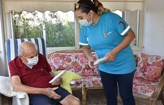 LTB, Yaşlılara Hizmet Birimi'ne üye yurttaşlarına 28 bin maske dağıtıyor