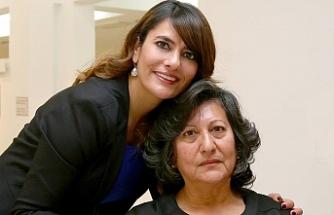 Özatay Fotoğrafçılık sahibi Buket Özatay, Annesi'nin PCR testinin pozitif çıktığını duyurdu