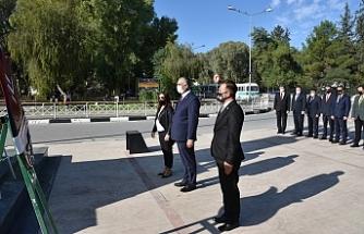 Atatürk Anıtı'nda tören