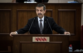 """Ertuğruloğlu: """"Konfederasyondan bahsetmek eşit egemen devlet iddiasından vazgeçilmiş gibi algılanmamalı"""""""