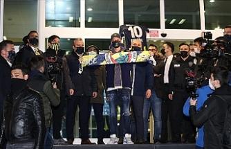 """Mesut Özil İstanbul'da: """"Bir rüya benim için de gerçekleşiyor"""""""