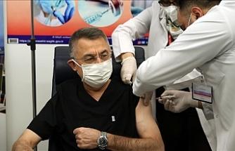 Oktay, Kovid-19 aşısı yaptırdı