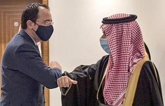 Rum Bakandan Suudi Arabistan'da temaslar