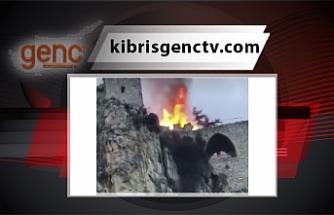 St Hilarion Kalesinin orta kısmında yangın
