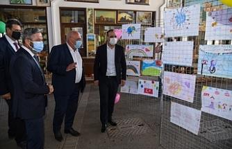 Yuvalarda kalan çocukların resimlerinden oluşan 23 Nisan temalı sergi açıldı