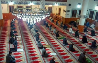 """Din İşleri Başkanlığı: """"Ramazan Bayramı namazı covıd-19 tedbirlerine uyularak kılındı"""""""
