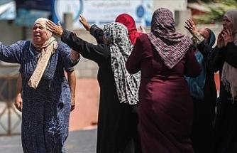 İsrail, Gazze'de sivillerin ikamet ettiği dairelerin ve ticari ofislerin bulunduğu 14 katlı binayı vurdu