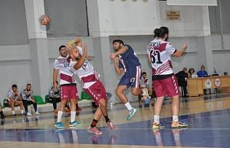 Hentbol erkekler play-off ilk karşılaşmaları dün akşam Mağusa ve Lefkoşa'da oynandı