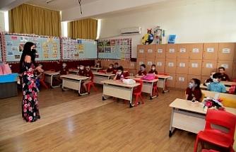 Okullarda karneler ve diplomalar bugün de verilmeye devam ediyor