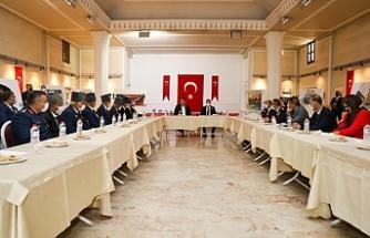 Başbakan Saner, gaziler ile bir araya geldi