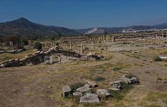 Zeus Tapınağı'nın giriş kapısına ulaşıldı