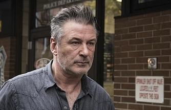 Film setinde kaza sonucu kullandığı silahla görüntü yönetmenini öldürdü