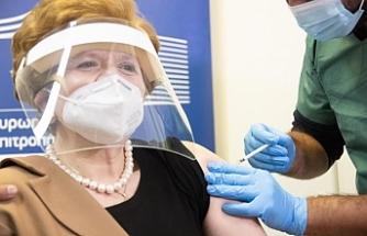 Güney Kıbrıs'ta 60 yaş ve üstü kişilerin üçüncü doz aşılamasına başlandı