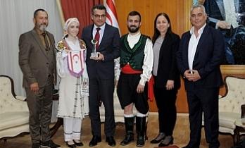 Erhürman, Kıbrıs Türk Halk Dansları Federasyonu heyetini kabul etti