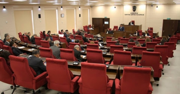 Η αβεβαιότητα σχετικά με τις συνεδριάσεις του συμβουλίου συνεχίζεται