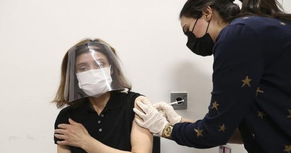 Ο εμβολιασμός στην Τουρκία στοχεύει σε όλους αυτούς που είναι άνω των 40 ετών στα τέλη Ιουνίου