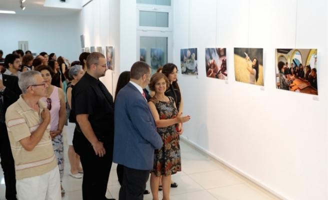 """MERAL AKINCI, """"EMEK"""" FOTOĞRAF SERGİSİNİ AÇTI"""