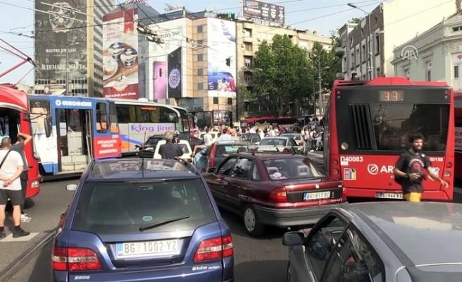 SIRBİSTAN'DA AKARYAKIT ZAMMI PROTESTOSU