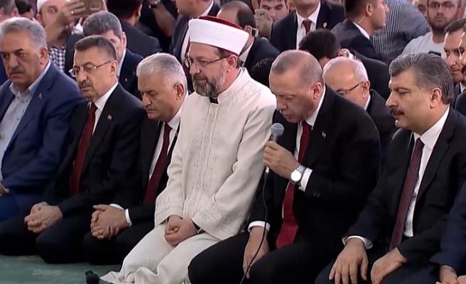 CUMHURBAŞKANI ERDOĞAN, ŞEHİTLER İÇİN KUR'AN-I KERİM OKUDU