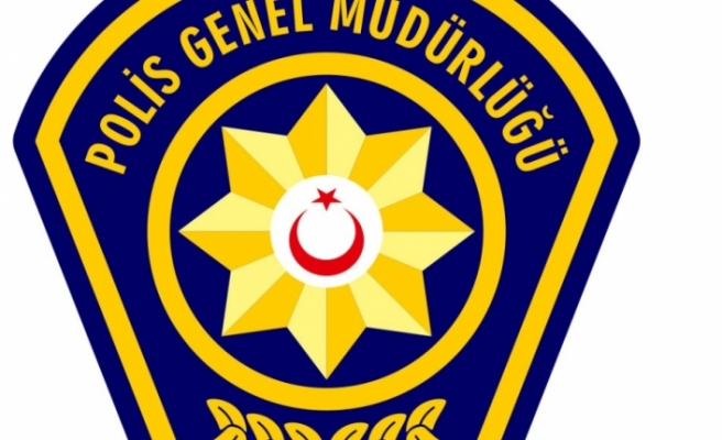 GÜZELYURT'TA POLİSİN ARAMA YAPTIĞI BİR ARAÇTA TABANCA, FİŞEK VE COP BULUNDU