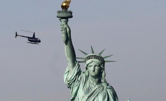 NEW YORK'TAKİ ÖZGÜRLÜK HEYKELİ'NDE PROTESTO EYLEMİ
