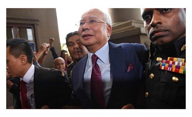 MALEZYA'DA ESKİ BAŞBAKANIN EL KONULAN 250 MİLYON DOLAR DEĞERİNDEKİ LÜKS YATI SATILIYOR