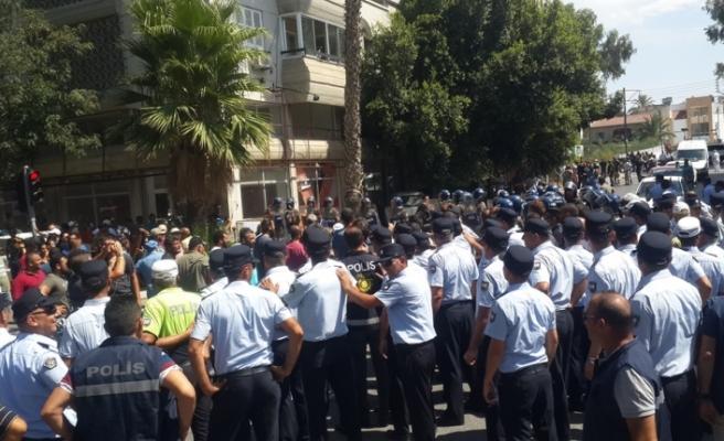 EYLEMDEKİ HAYVANCILARA  POLİS BİBER GAZI SIKTI