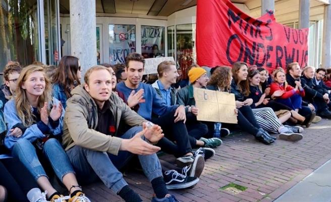 HOLLANDA'DA ÖĞRENCİLER BİR ÜNİVERSİTEYİ İŞGAL ETTİ