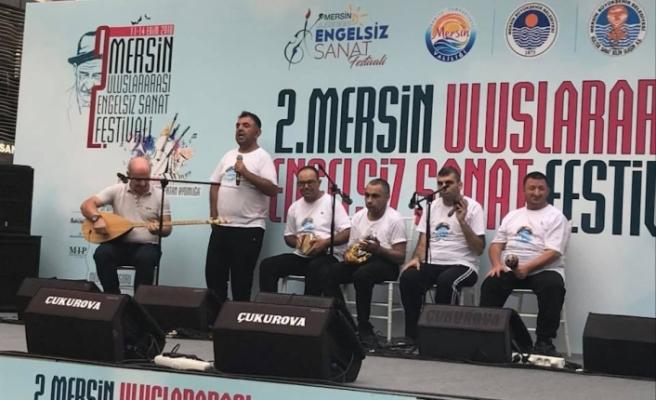 """""""ENGELSİZ IŞIKLAR RİTİM GRUBU"""" MERSİN'DE FESTİVALDE"""