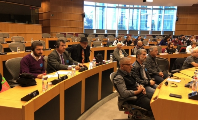 Avrupa Parlamentosu'ndaki Kıbrıslı Rum ve Türkler de katıldı