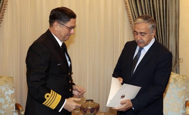 Cumhurbaşkanı Akıncı, Oramiral Özbal'ı kabul etti