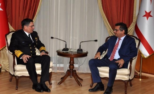 Erhürman, Deniz Kuvvetleri Komutanı Oramiral Özbal'ı kabul etti