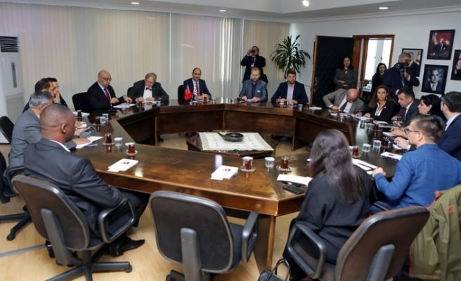 Özersay, KKTC'de bulunan gazetecileri kabul etti