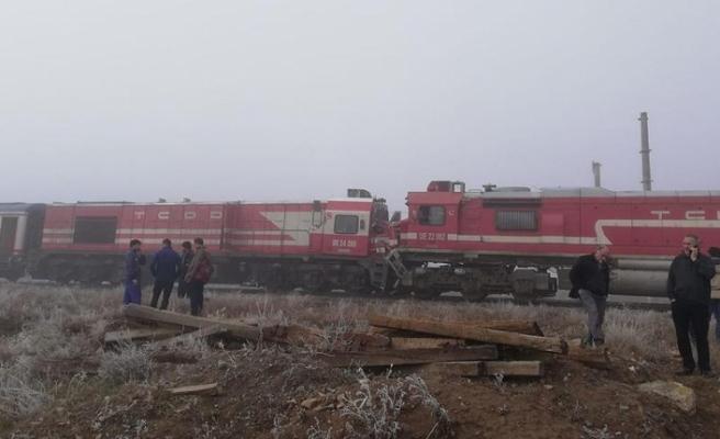 Yolcu treni, yük treni ile çarpıştı