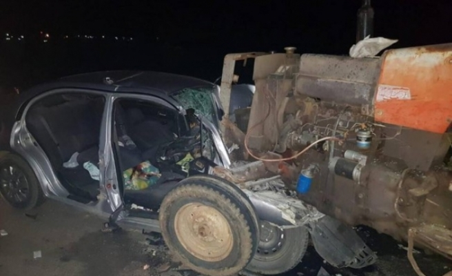 Araçta sıkışan yolcuyu itfaiye kurtardı