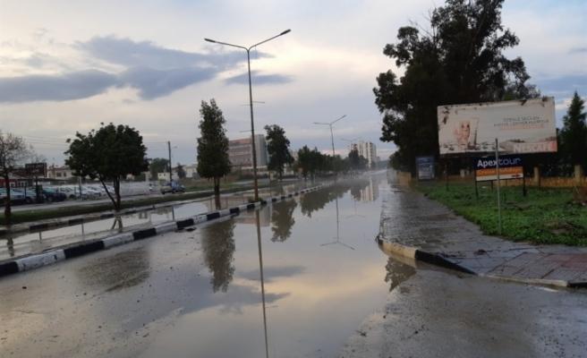 Aşırı yağış nedeniyle bir çok ev ve işyerini su bastı