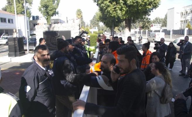 CAS kararın ardından Meclis önünde eylem yaptı