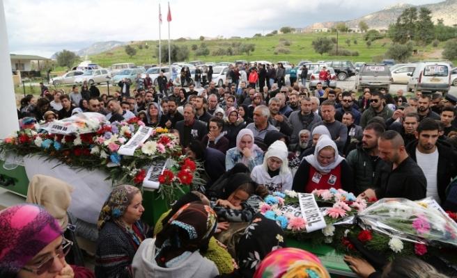 Cenazede DİSİ Başkanı Averof Neofitu da yer aldı
