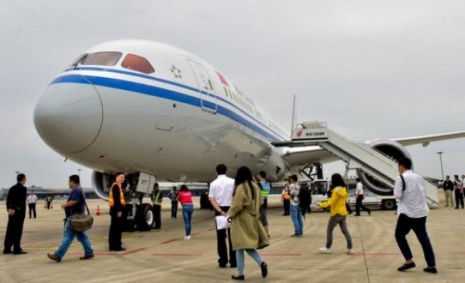 Çin'de pilotların geliri 350 bin doları buluyor