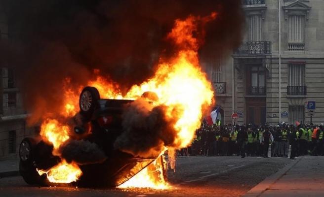 Fransa'daki gösterilerde 17'si polis 118 kişi yaralandı