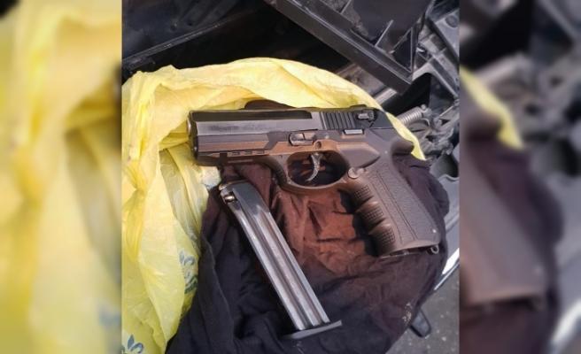 Metehan'da araç içerisinde tabanca...3 tutuklama