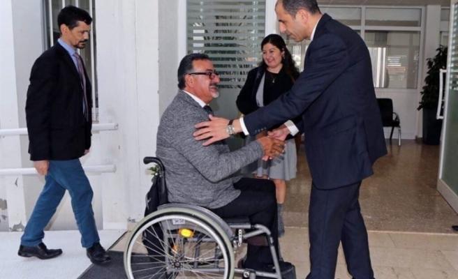 Özersay, Devlet adına engelli bireylerden özür diledi