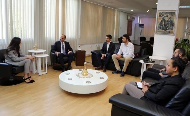Özersay, Türk Gençlik Birliği İngiltere heyetini kabul etti
