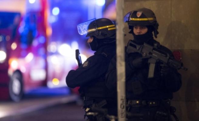 Rum gazeteciler binada mahsur kaldı