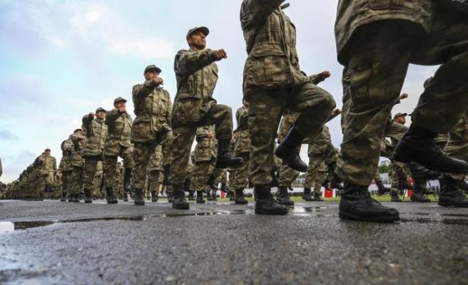 Türkiye'de askerlik kısalıyor