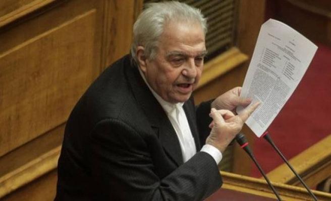 Yunan Bakanın korumalarına molotofkokteyli ile saldırı