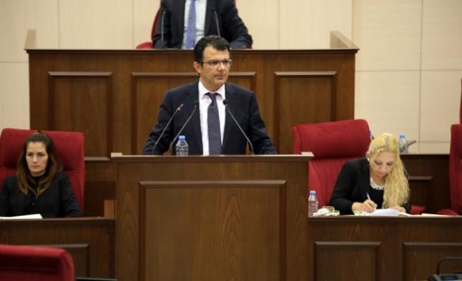 """Akansoy, """"Kıbrıs konusunda son gelişmeler"""" konulu konuşma yaptı"""