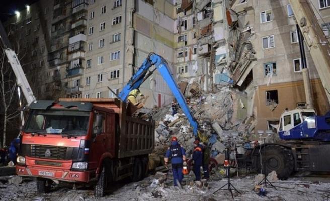 Enkaz altından 20 kişinin cesedi çıkarıldı